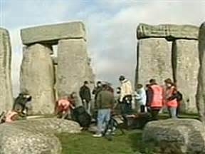 Stonehenge dig turns up new clues - Technology & science