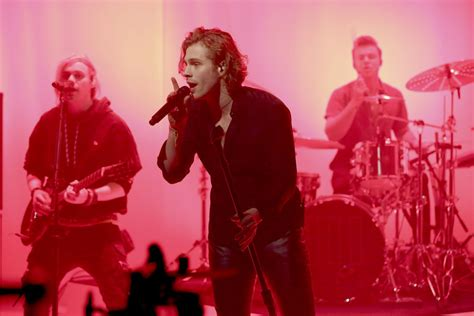 5SOS Performs 'Want You Back' on The Tonight Show Starring